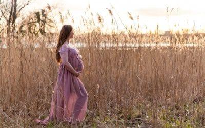 Zwangerschapsshoot buiten op locatie