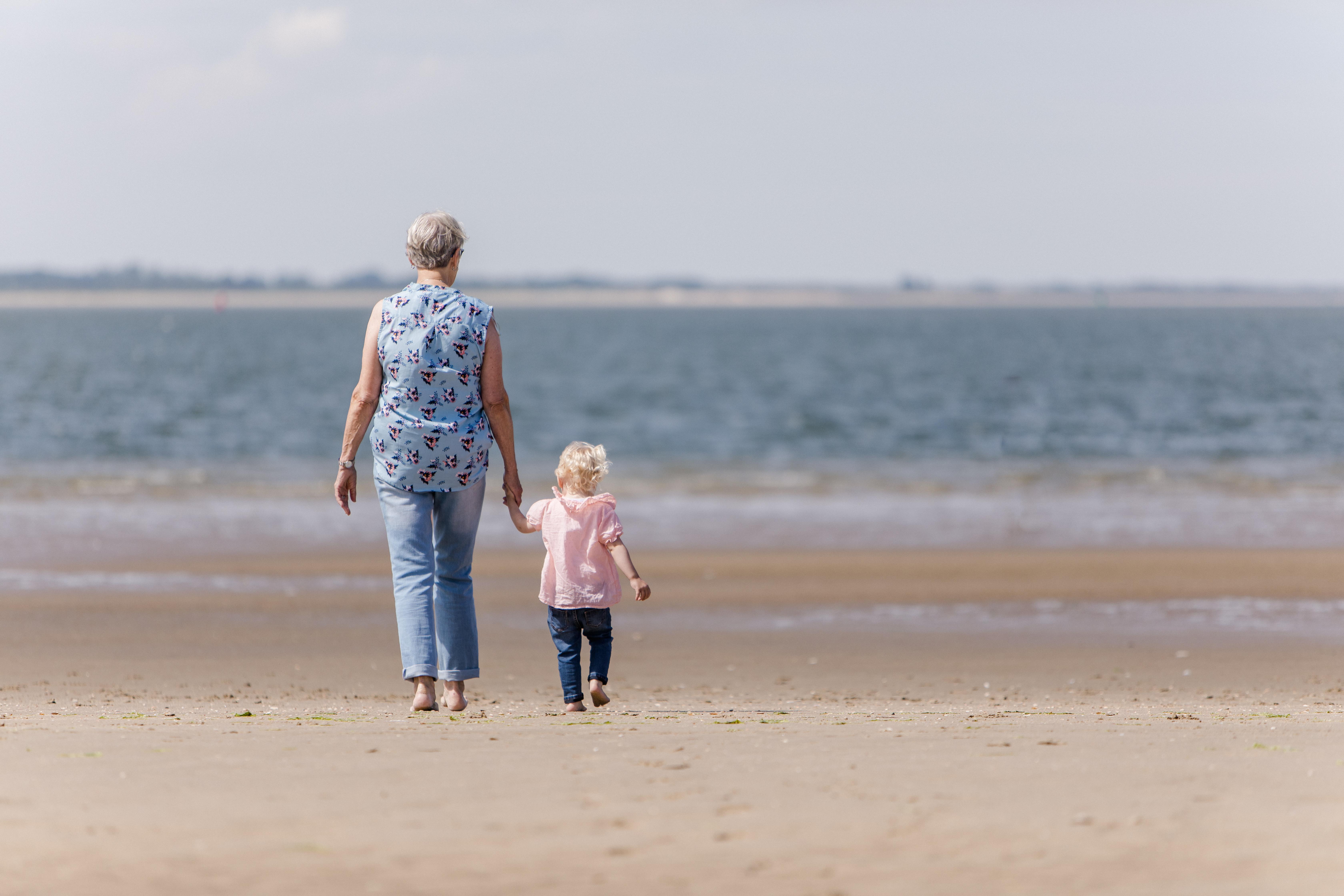 4 generaties fotoshoot op het strand